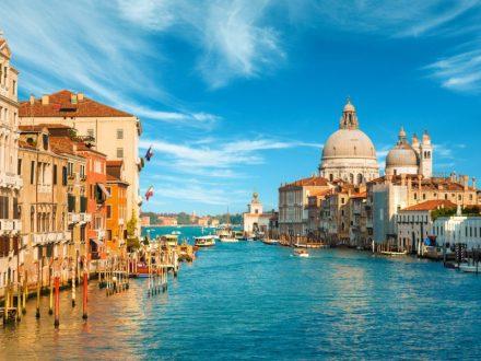 во Венеција