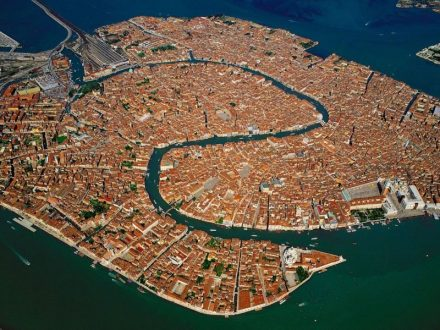 Венеција во